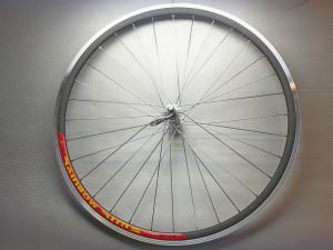 Шоссейное колесо переднее